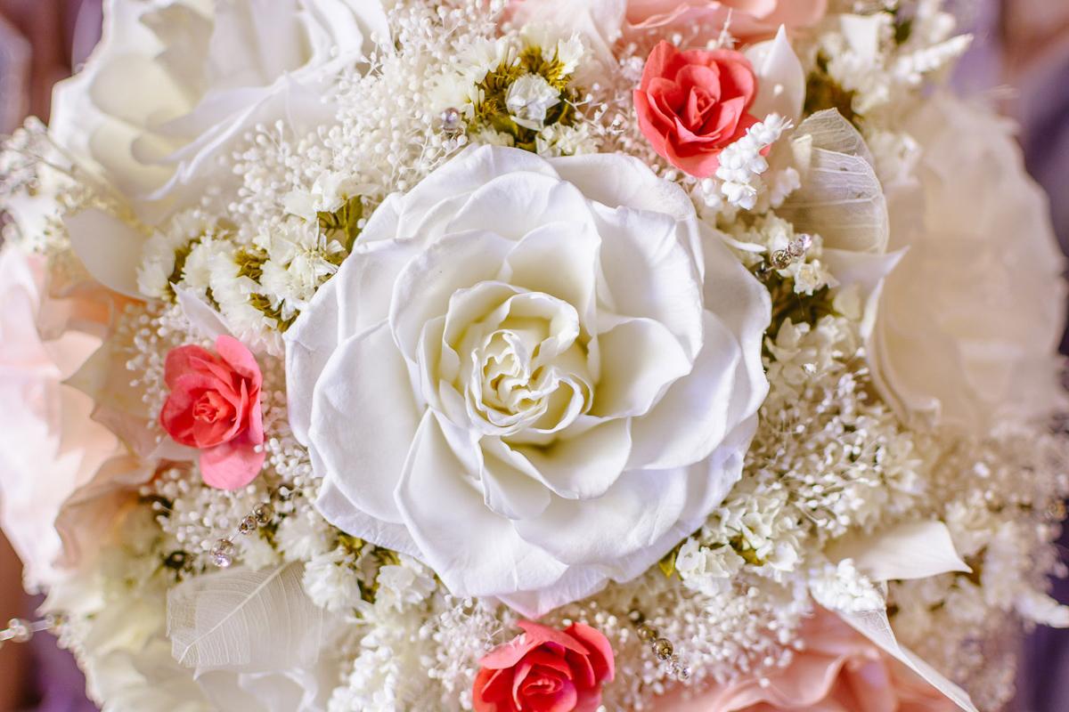 Sesión bodas novia detalle ramo