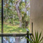 Baño con vista al jardin decoración arquitectura